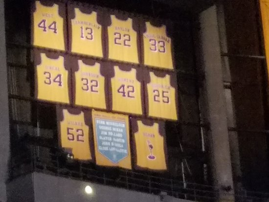 018ada654 the staples center. championship banners and retired jerseys - Foto ...