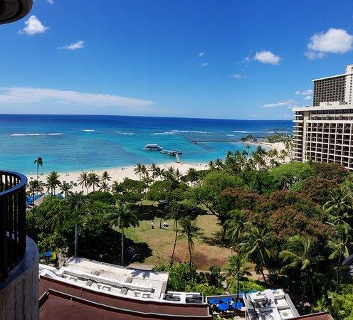 Hale Koa Hotel: Photo taken from our Lanai on the 12th floor.