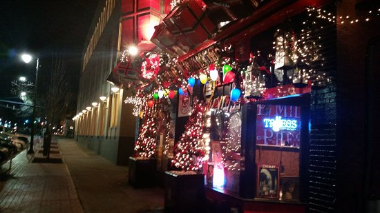 Middletown, CT: Eli Cannon's Holiday Lights