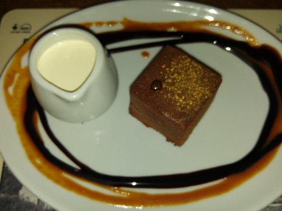 Hale, UK: Chocolate box