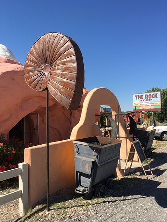 Orderville, UT: This building was the ticket shop to an outdoor gallery of life-size dinosaur models! What a sto