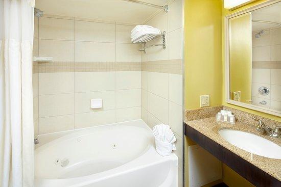 Hilton Garden Inn Tampa East/Brandon: Whirlpool bath