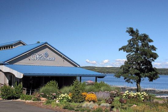 Mayville, نيويورك: The Watermark on Chautauqua Lake