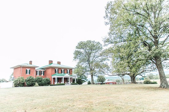 Hume, VA: The James Marshall Manor Home at Marriott Ranch