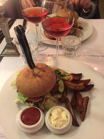 Middelfart, Dänemark: Just got this. Fantastic Baconnaise Burger. Fab place 😜