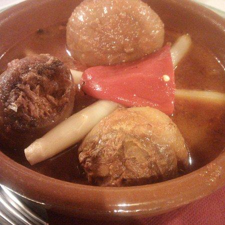 Infiesto, Ισπανία: Cebollas rellenas, muuuy buenas