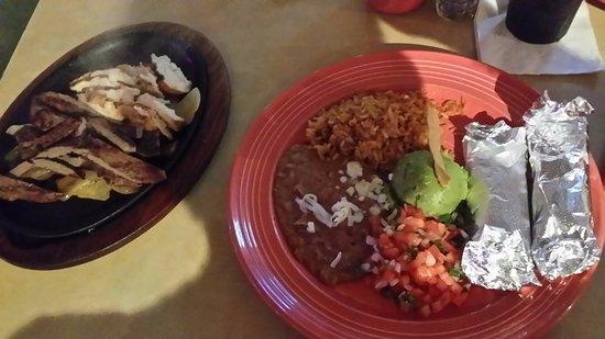 La Playa Mexican Grille: fajitas