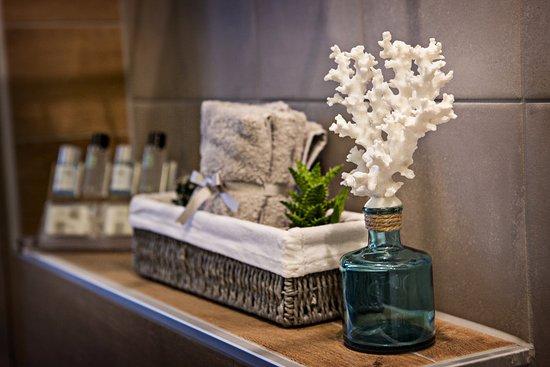Neoi Poroi, กรีซ: Bathroom amenities