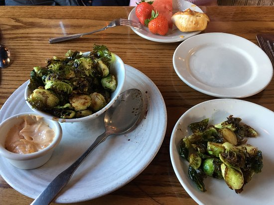 Lakewood, CO: Appetizers and bakery open bar