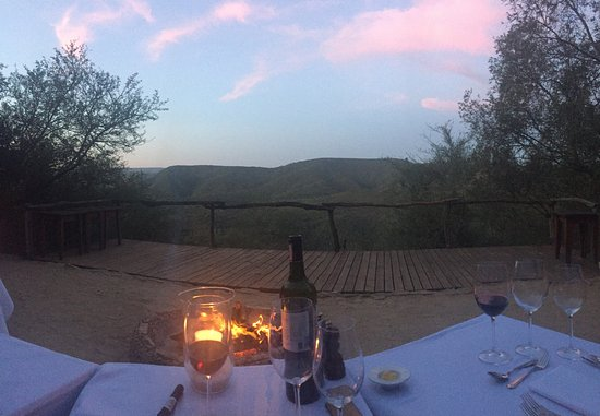Addo, Afrique du Sud : Dinner by the fire at sunset