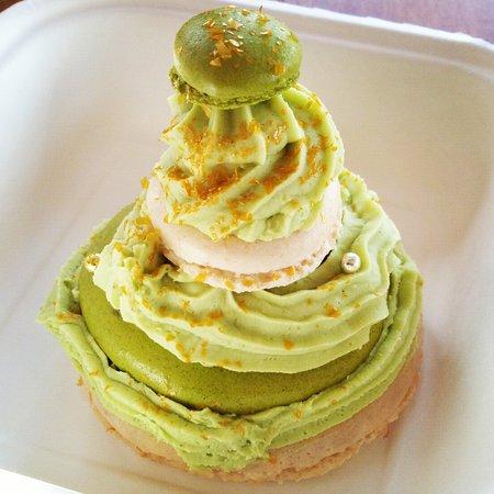 Blagnac, فرنسا: un Sapin de macarons en dessert : yummy !