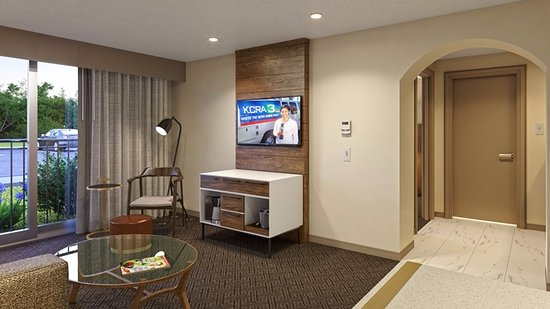 Rancho Cordova, CA: Suite bed and seating area