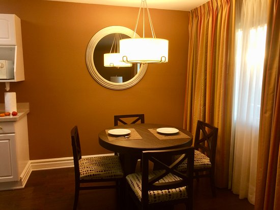 Corte Madera, CA: Dining area off kitchen in 1 bedroom suite