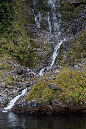 Manapouri, Nova Zelândia: Waterfall