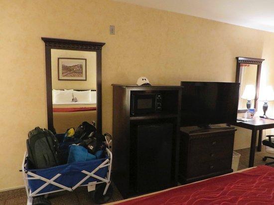 "Comfort Inn Escondido: Samsung 51"" Flat Panel HDTV's"