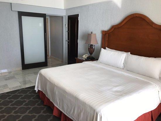 هوتل كاسا مايا: Bedroom in hotel room suite