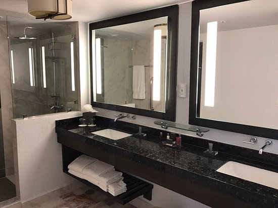 Casa Maya Cancun: Bathroom in hotel room suite, shower only, no tubs, separate toilet
