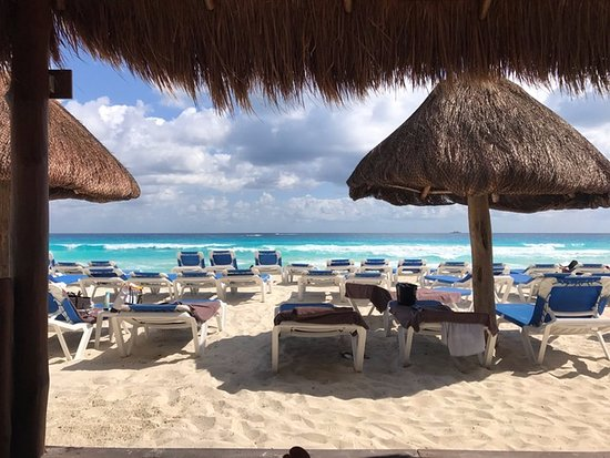 Casa Maya Cancun: View from Cabana on the beach