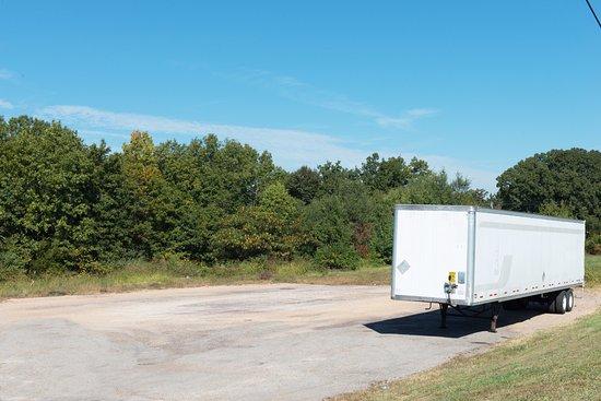 Sullivan, MO: Truck Parking