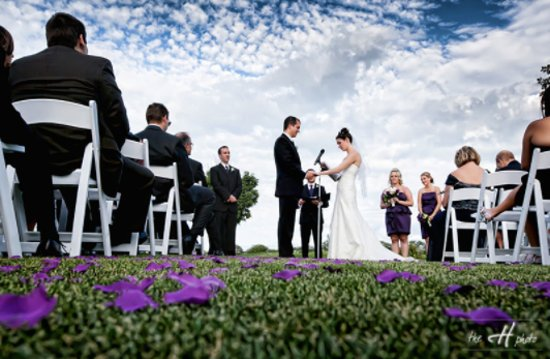Vernon Hills, Илинойс: Ceremony