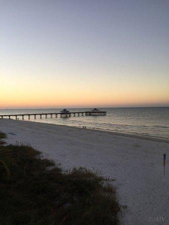 Edison Beach House: Beautiful sunrise from our balcony.