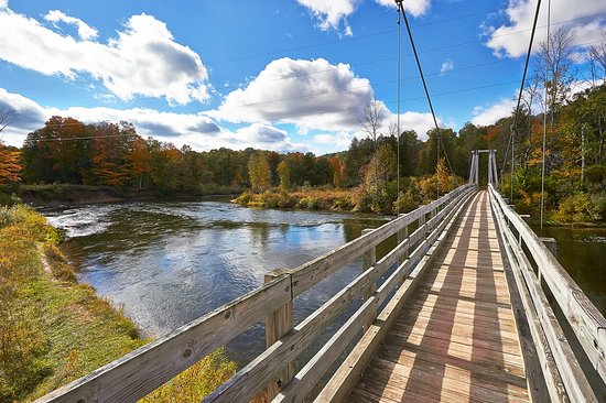 Cadillac, MI : 'Lil Mackinaw' pedestrian bridge over the Manistee River