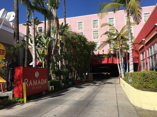 Ramada Plaza West Hollywood Hotel & Suites Photo