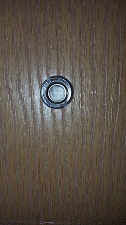Selby, SD: Door peep hole non functional