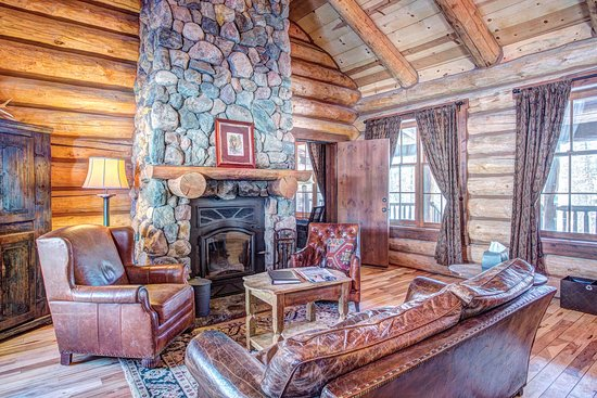 4 Bedroom Cabin - Living Area - Picture of Devil\'s Thumb ...