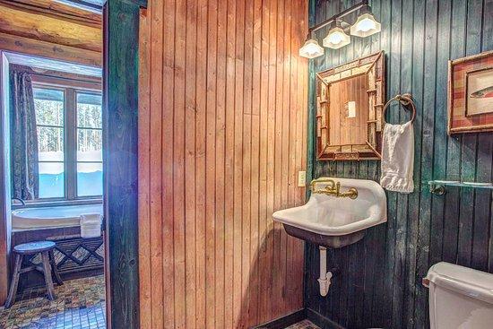 Tabernash, CO: 4 Bedroom Cabin - Bathroom