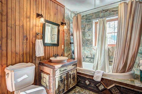 Tabernash, CO: 4 Bedroom Cabin - Restroom