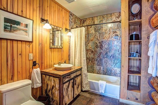Tabernash, CO: 2 Bedroom Cabin - Restroom