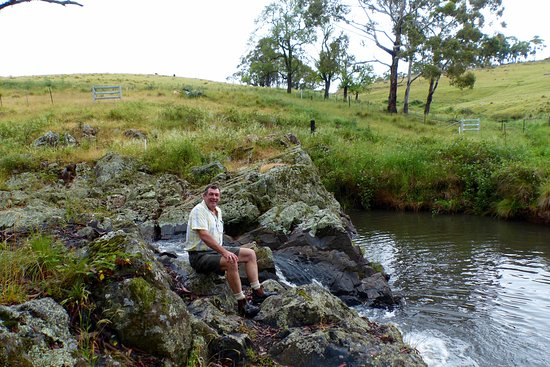 Nundle, Australia: Nice creek near lookout entrance