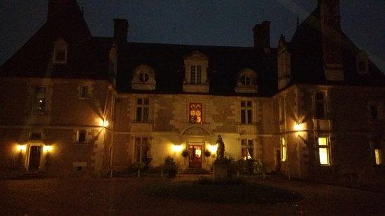 Noizay, France: hotel bij avond