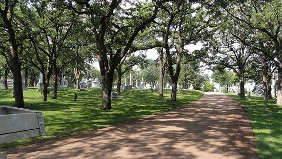 Lakewood Cemetery: Lakewood in the spring.
