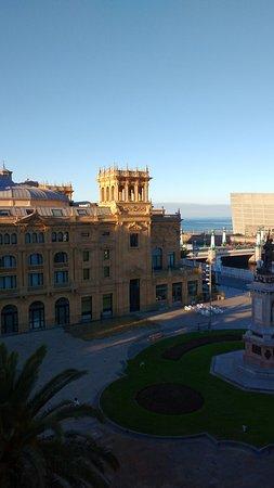 Hotel Maria Cristina, a Luxury Collection Hotel, San Sebastian: zicht op de oceaan en de dijk