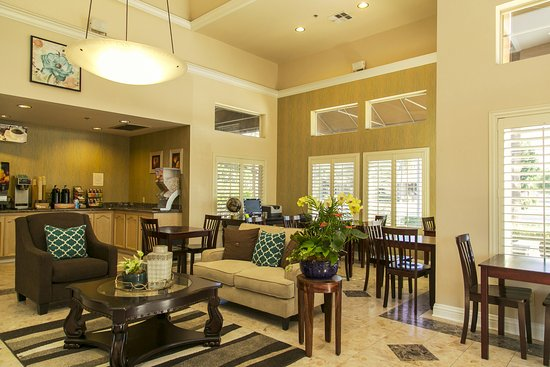 Brawley Inn Hotel & Conference Center: Our Main Lobby