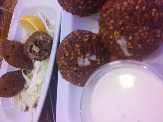 el emir palladium falafel polpette e salsiccie di agnello