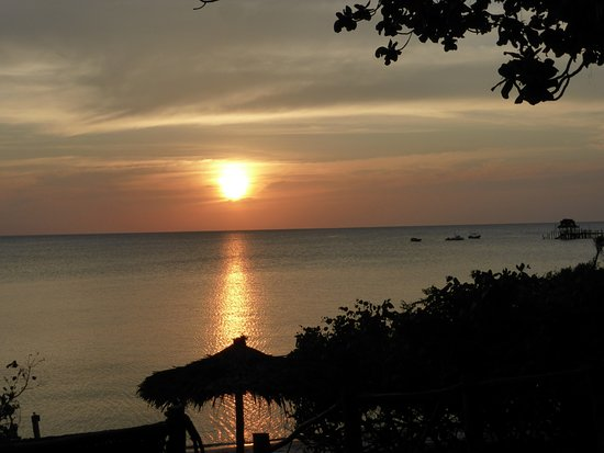 Fundu Lagoon: Sunset from the room