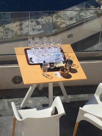 Pyrgos, Grecia: make sure not to leave your wine in the sun too long!
