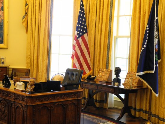Magnificent Clintons Office Picture Of William J Clinton Download Free Architecture Designs Embacsunscenecom