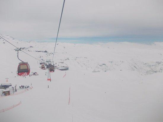 Valle Nevado, Chile: Vista de dentro do bondinho.