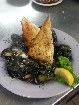 Gray, ME: Sauteed Mussels