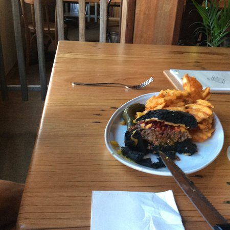 Summer House Backpackers: Black Hamburger