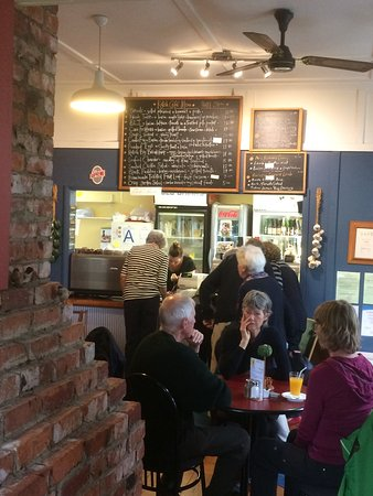 Waikanae, New Zealand: Lunchtime is busy