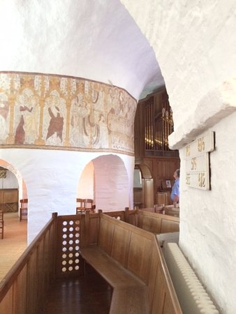 Gudhjem, Danimarca: Frescoes dating back to 1350.