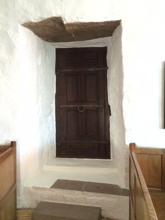 Gudhjem, Danimarca: This was a sanctuary from marauders -- thick walls!