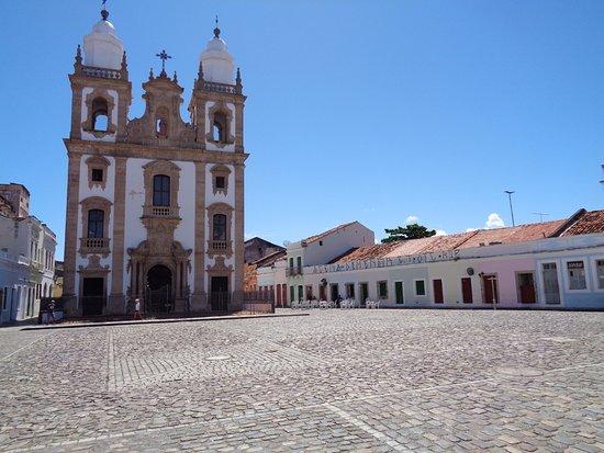 Sao Pedro dos Clerigos Cathedral : Frente y vista de parte de la Plaza de Sao pedro