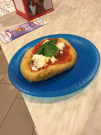 Burago di Molgora, Italy: Pizza fritta..