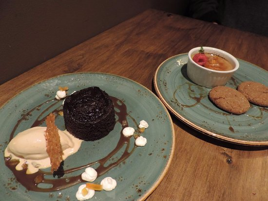 Aura Restaurant: Sticky ginger pudding and creme brulee